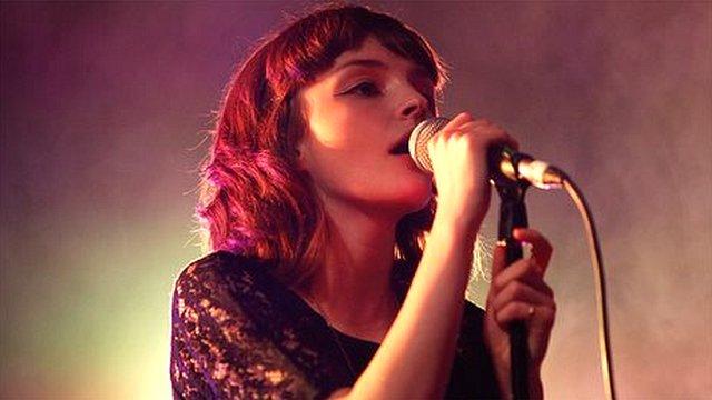 Cantante Lauren Mayberry, de la banda escocesa Chvrches,