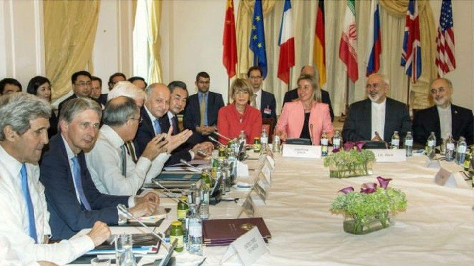 عد اتفاق إيران مع الدول الكبرى بشأن برنامجها النووي منجزا للرئيس روحاني