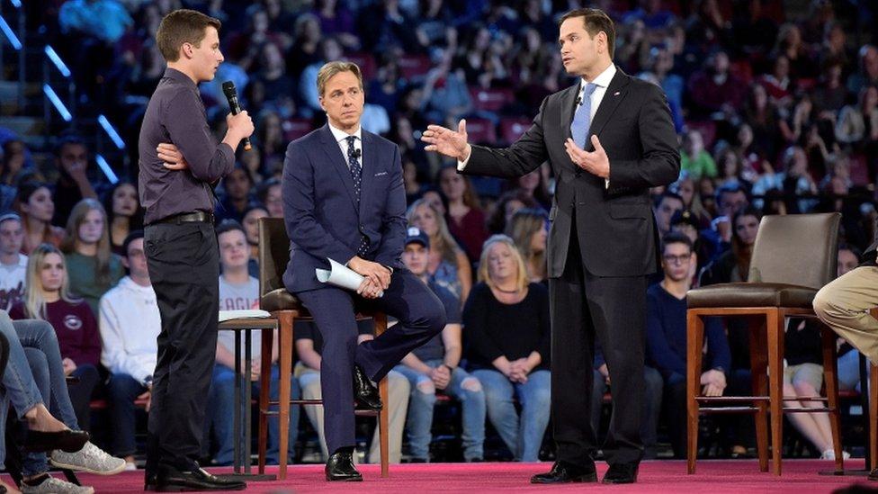 El estudiante le preguntó a Rubio si seguiría aceptando donaciones de la NRA.