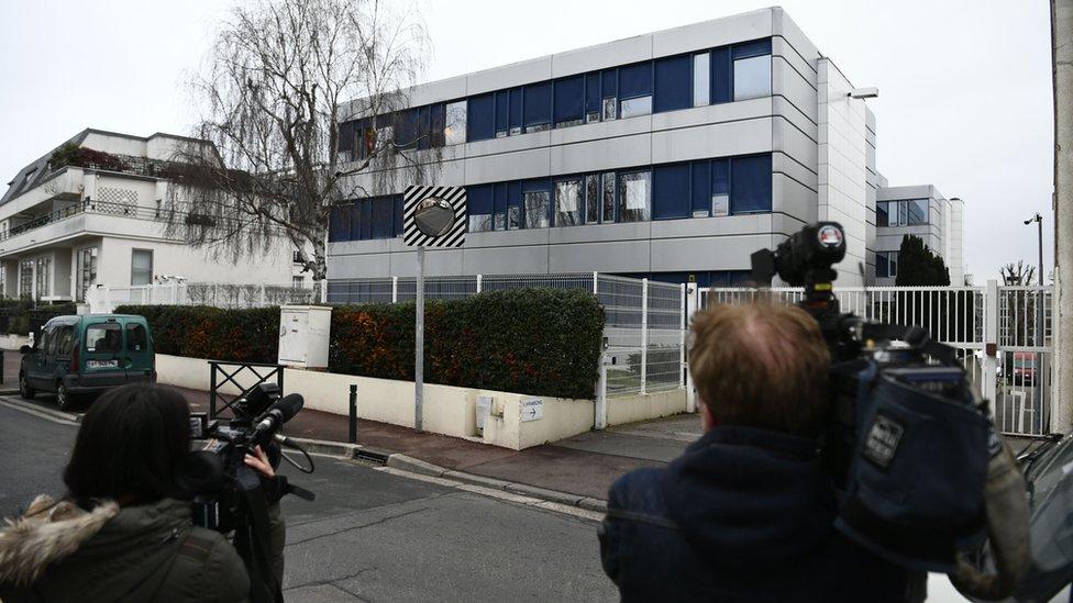 مكاتب الجبهة الوطنية قرب باريس