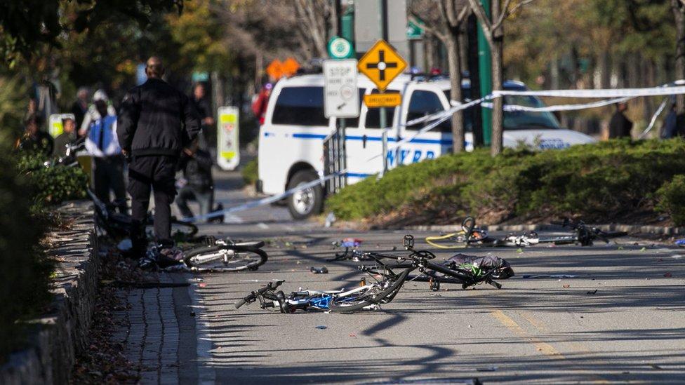 Bicicletas dañadas en una ciclovía en Manhattan.