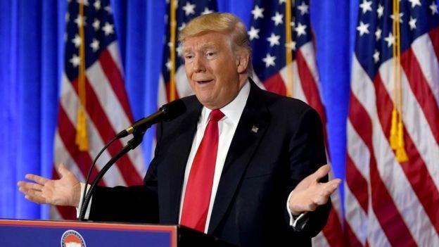 Donald Trump suele acusar a los grandes medios de promover noticias falsas sobre su presidencia.
