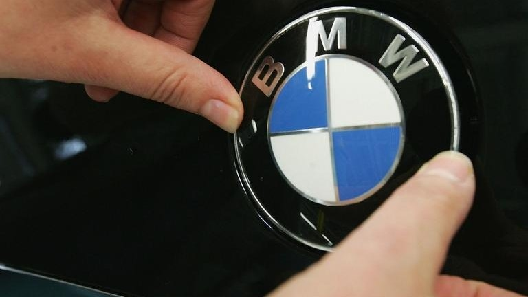 BMW, Daimler and Volkswagen face EU emissions probe | BBC