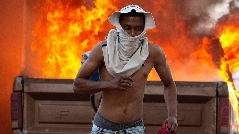Venezuela crisis: Clashes break out as Maduro blocks aid