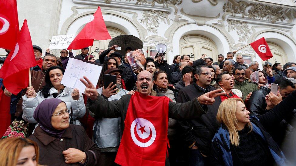 مظاهرة ضد عودة المسلحين في تونس