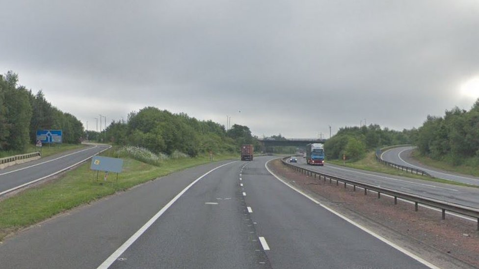 Man who stopped on M73 near Gartcosh dies after crash