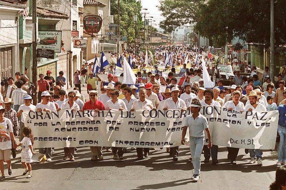 Protesta por la paz en El Salvador en 1991.