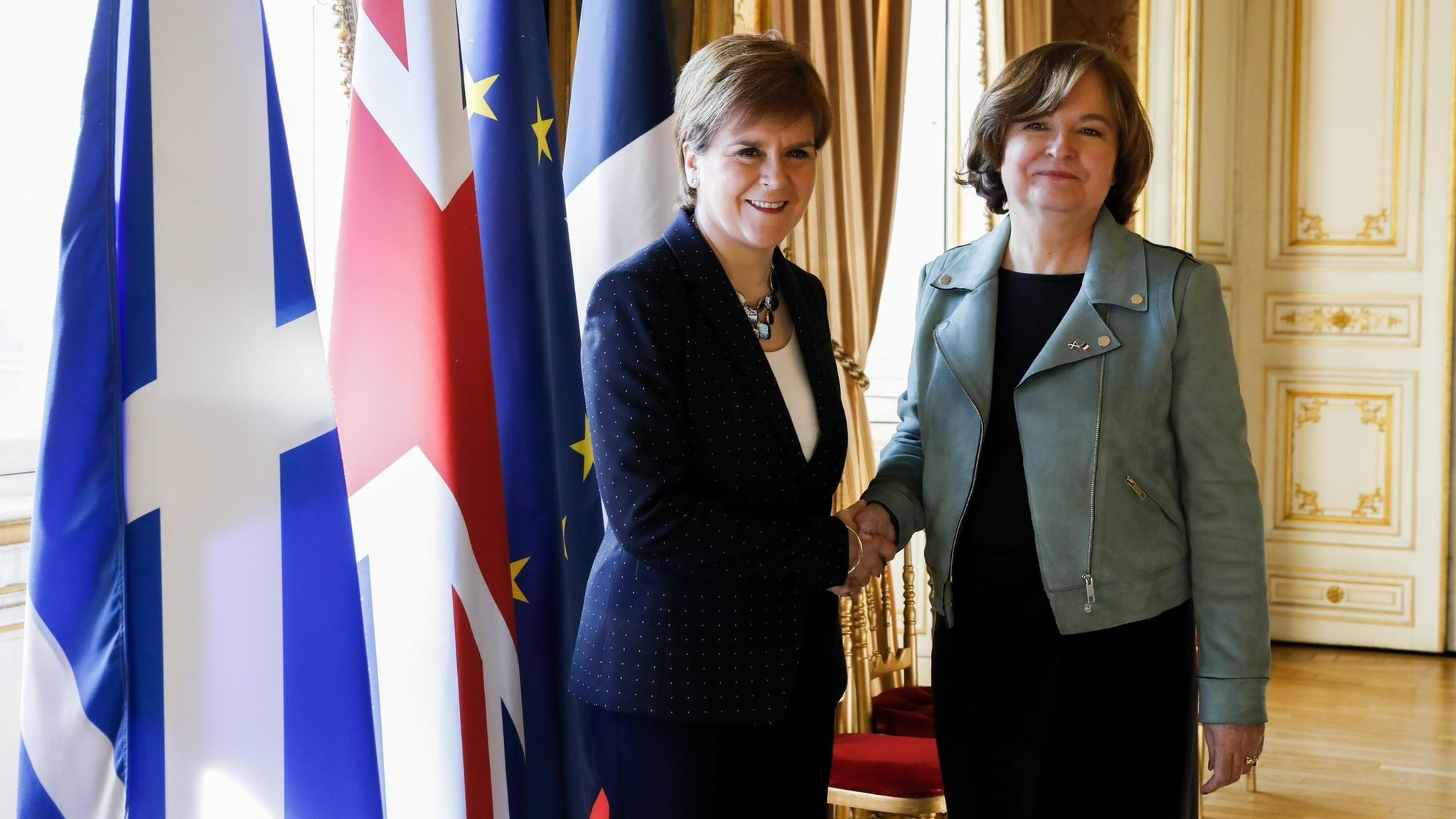 Sturgeon urges EU citizens to stay in Scotland after Brexit