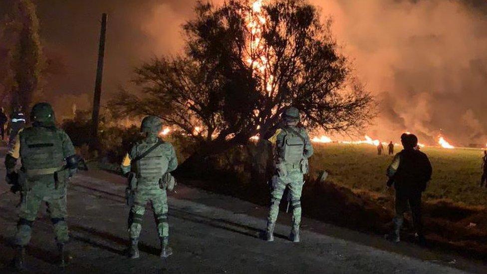 Explosión en ducto de Pemex en Hidalgo: al menos 66 muertos en una toma clandest ...