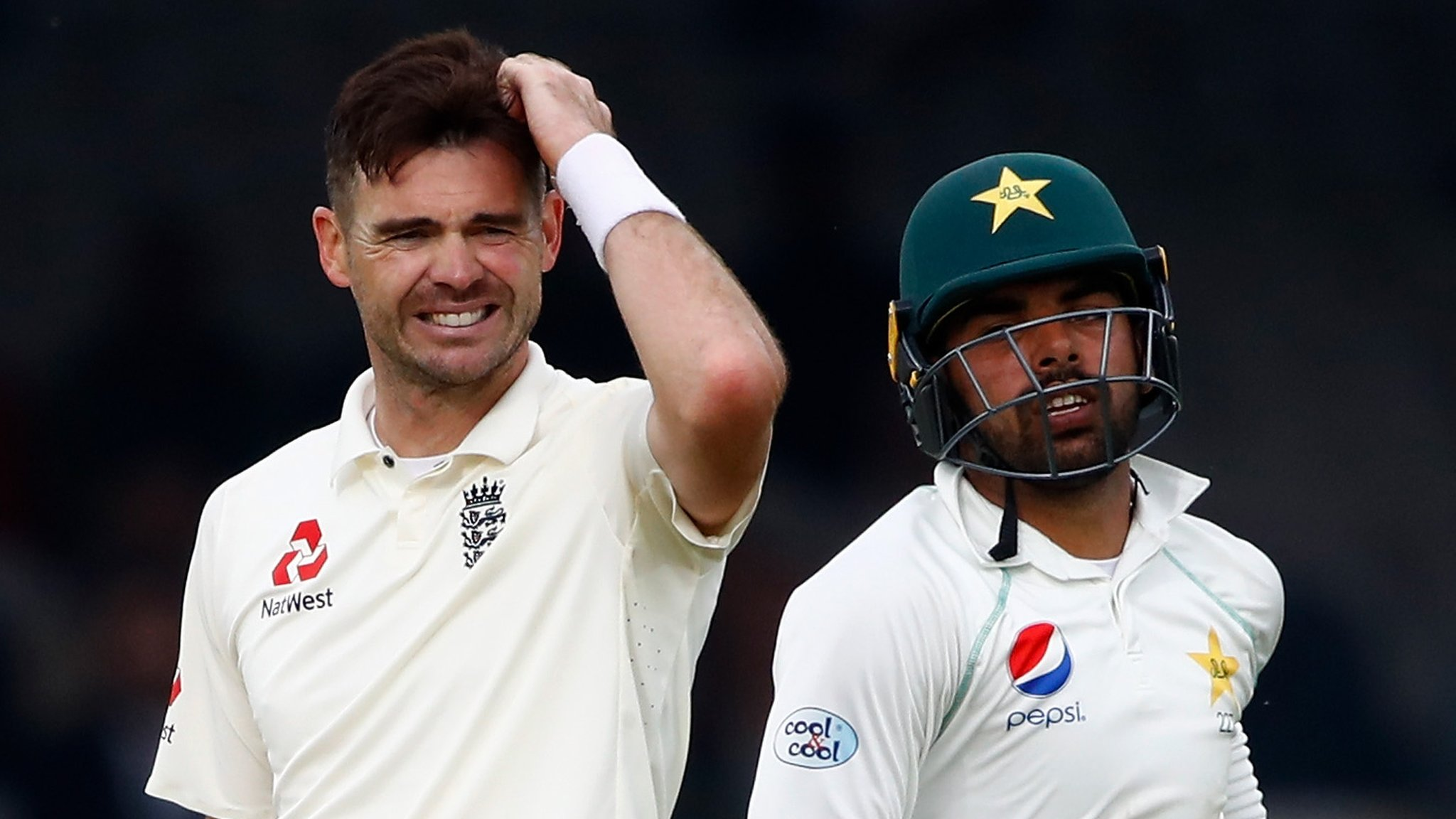 Patient Pakistan punish sloppy England - report & highlights
