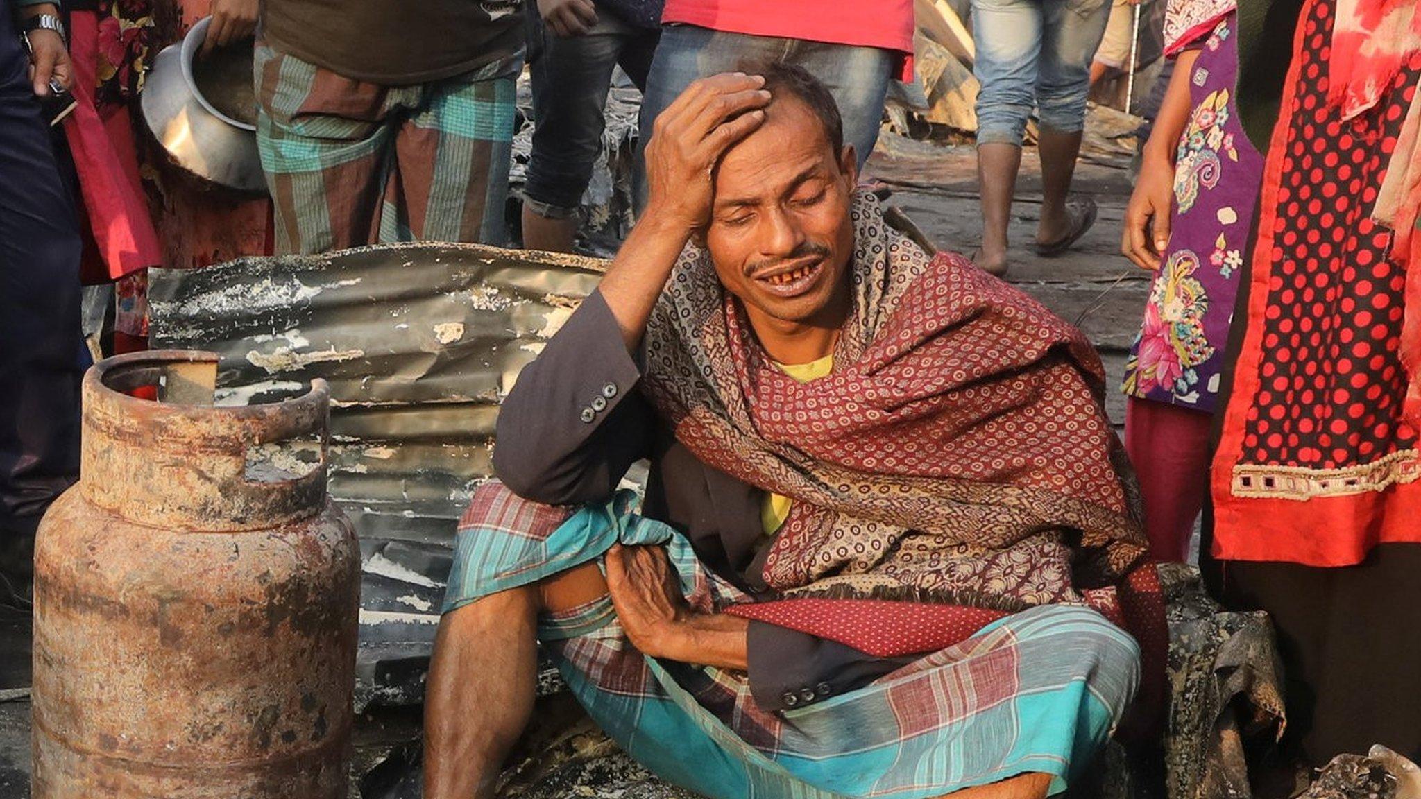 Bangladesh slum fire: Nine dead in Chittagong blaze