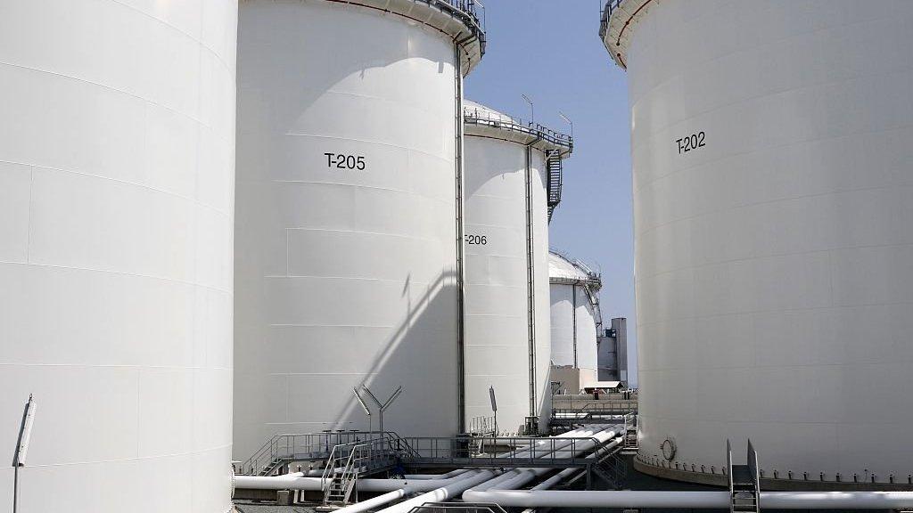 Simon Falush: Booming stockpiles to keep oil weak