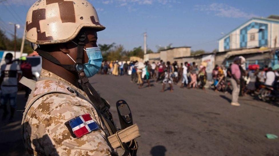 """El muro entre Dominicana y Haití: """"El haitiano es el chivo expiatorio de  una élite dominicana"""" - BBC News Mundo"""