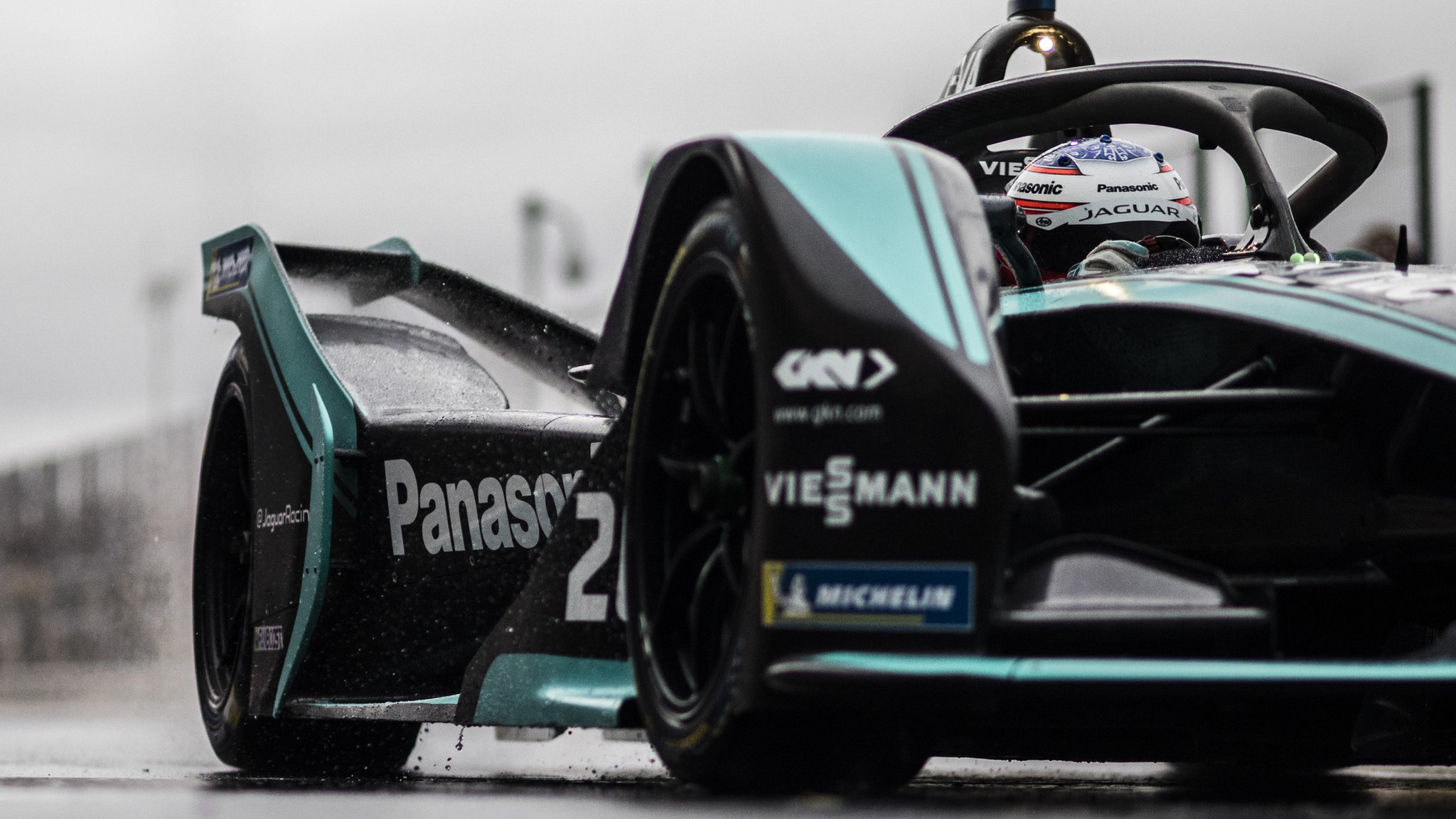 http://c.files.bbci.co.uk/70F8/production/_104402982_formulae_getty.jpg