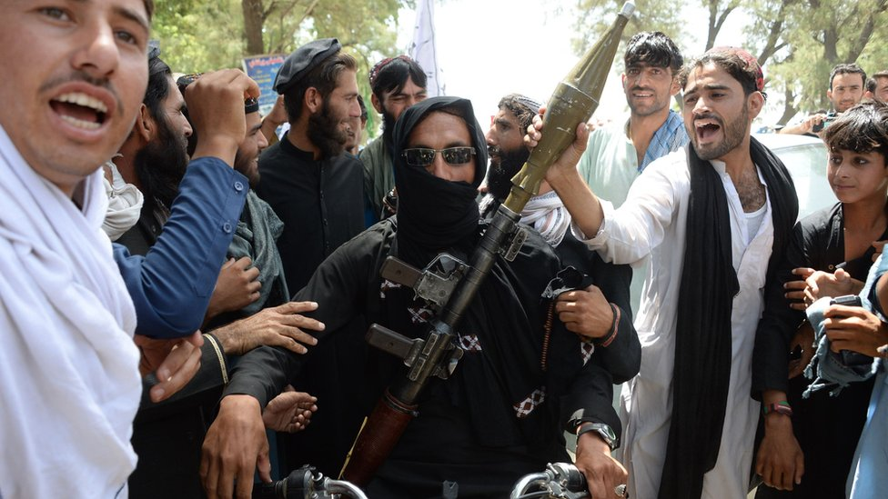 Afghan conflict: First Taliban launch attack since Eid truce | BBC