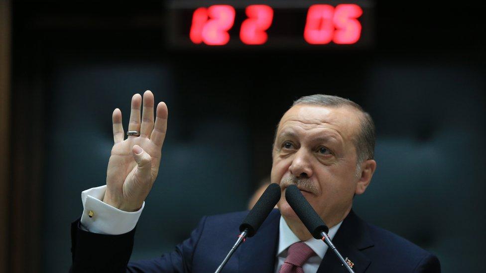 أردوغان للأمريكان: لا يحق لكم البقاء في سوريا