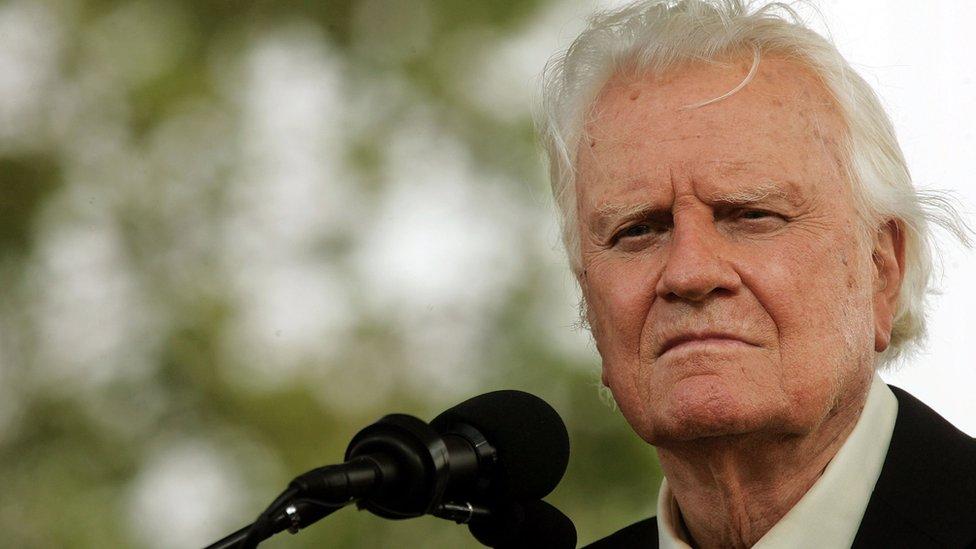 Billy Graham: Influential US evangelist dies at 99