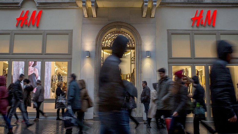 H&M está probando distintos rediseños de sus tiendas para intentar captar más clientes.