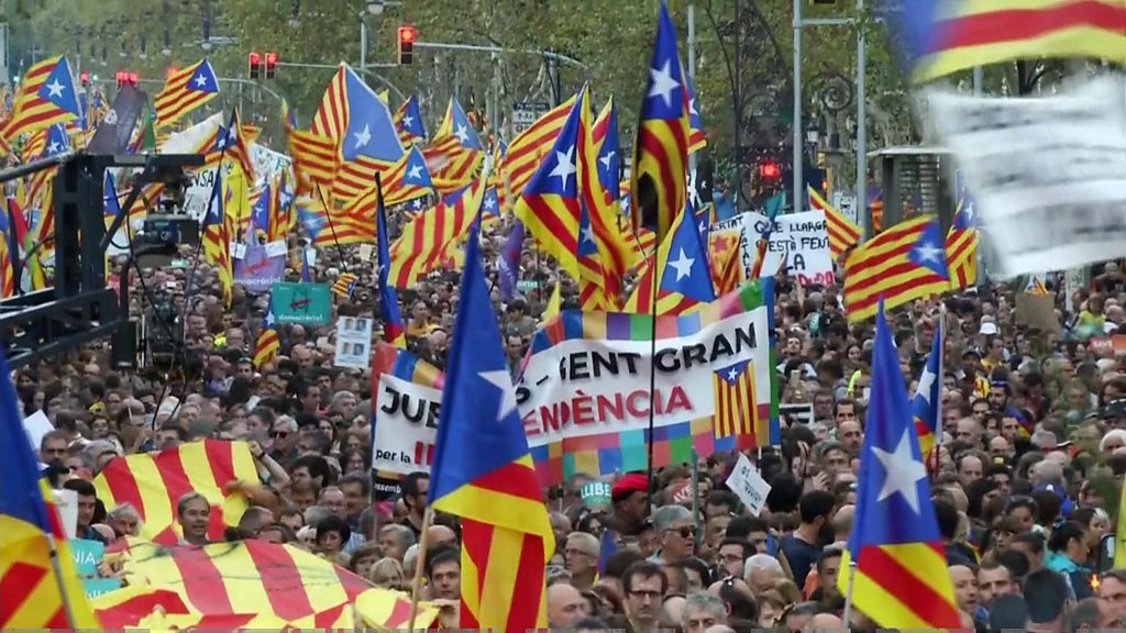 Crowds rally against direct rule in Barcelona