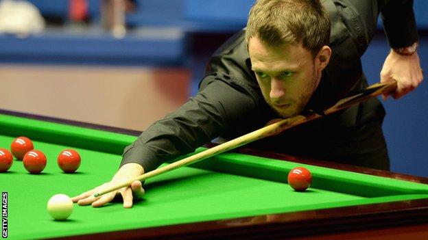 Players Championship: Judd Trump sets up Ronnie O'Sullivan semi-final