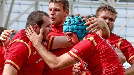 Wales celebrate Justin Tipuric's try in the first half