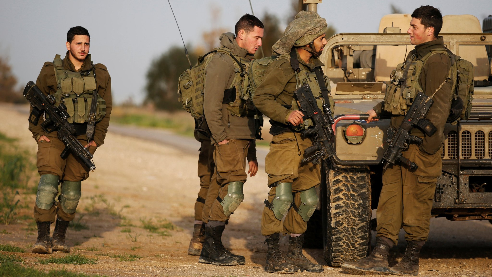 Israel Gaza: Four Israeli soldiers injured in border blast