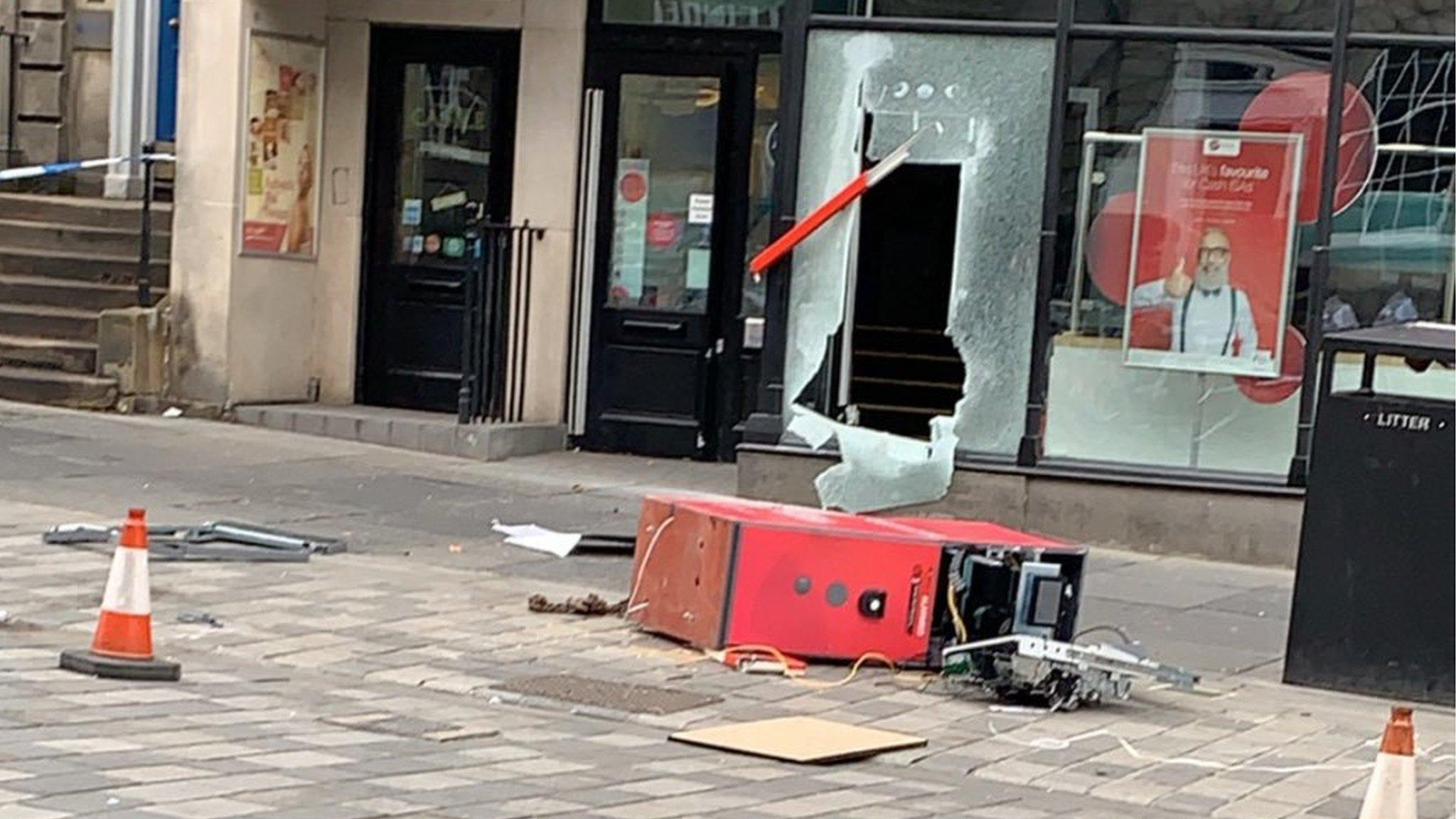 Cash machine raid at Edinburgh city centre bank