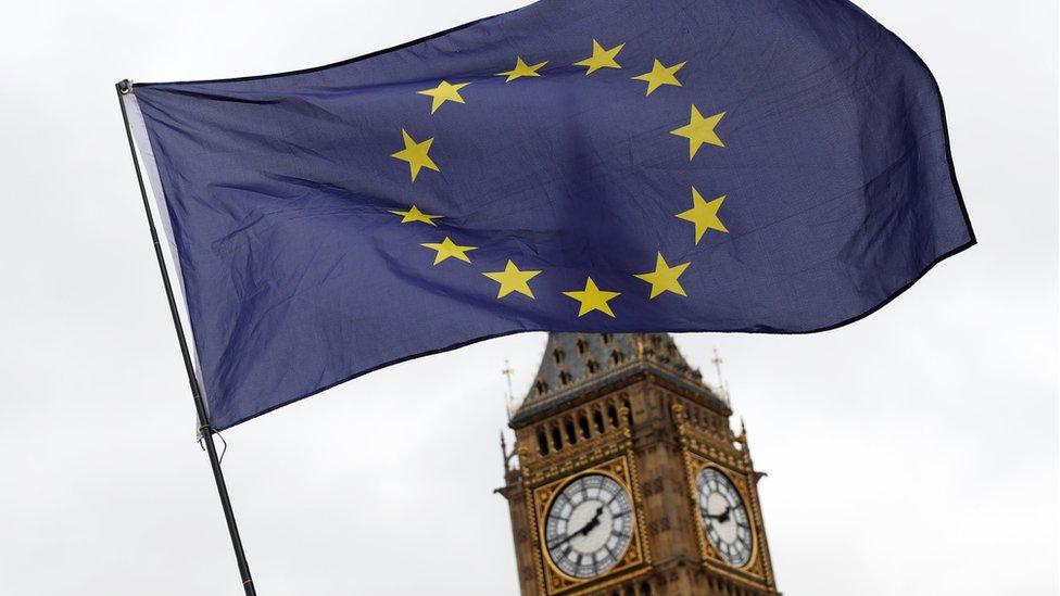 Bandera de la UE ondea frente al Big Ben