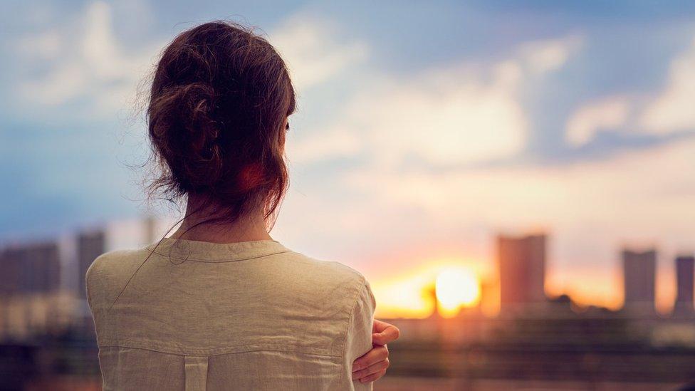 إمرأة وحيدة