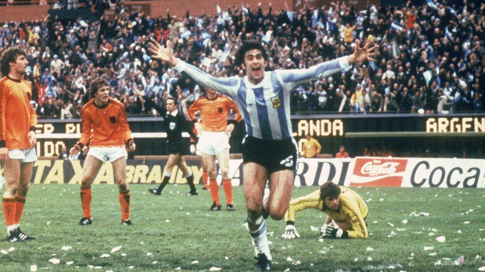 Kempes, quien anotó dos goles en la final del mundial contra Holanda en 1978, vivió en Venezuela a finales de los años 90.