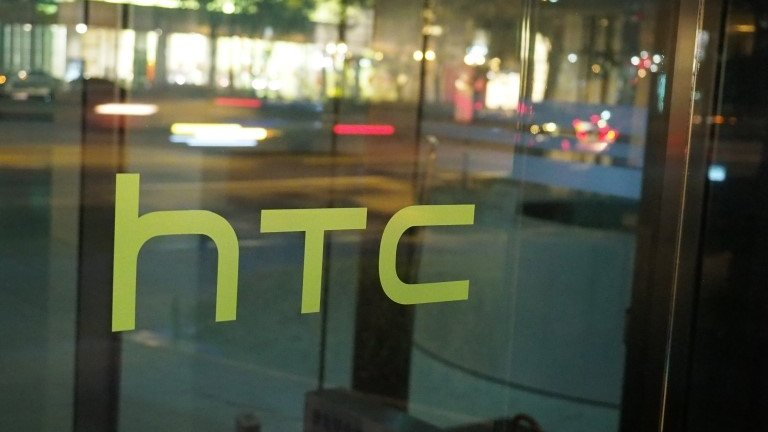 HTC shares suspended on Google takeover rumours