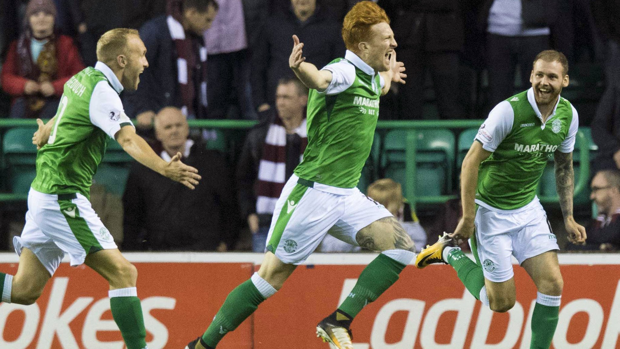 Murray gives Hibs victory over Hearts
