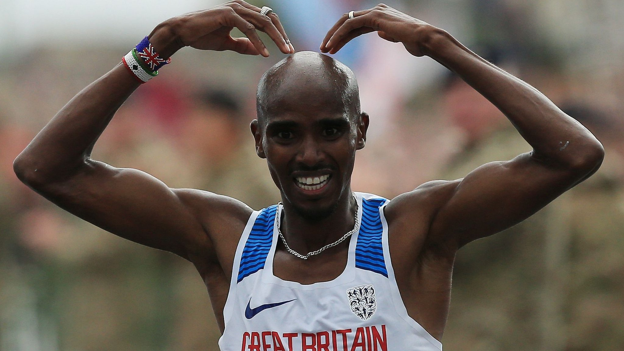 Great North Run: Mo Farah wins for record fourth straight year