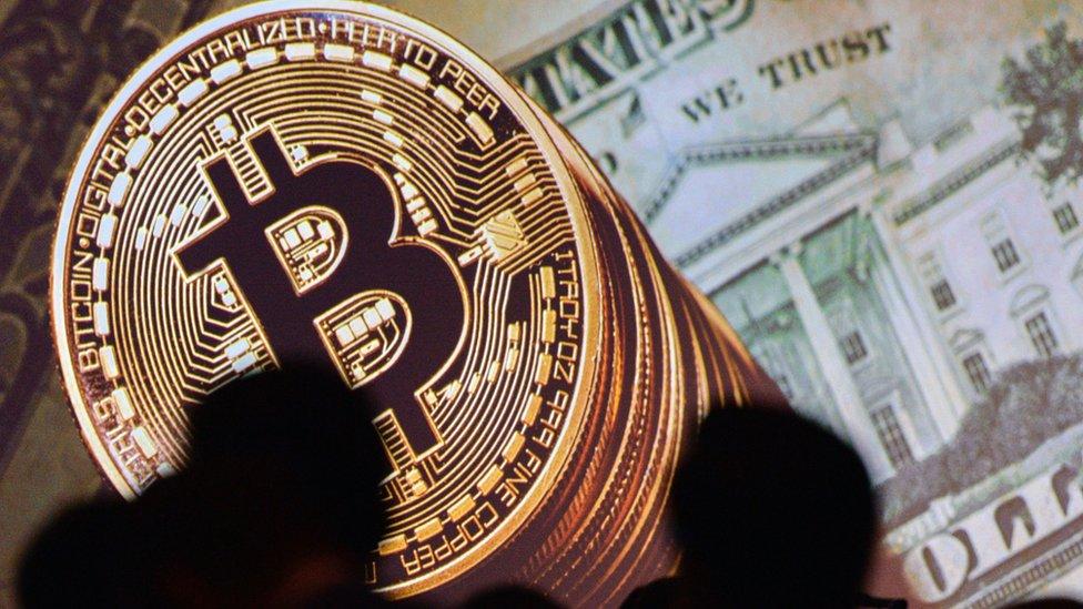 El valor del bitcoin se ha convertido en una verdadera montaña rusa.