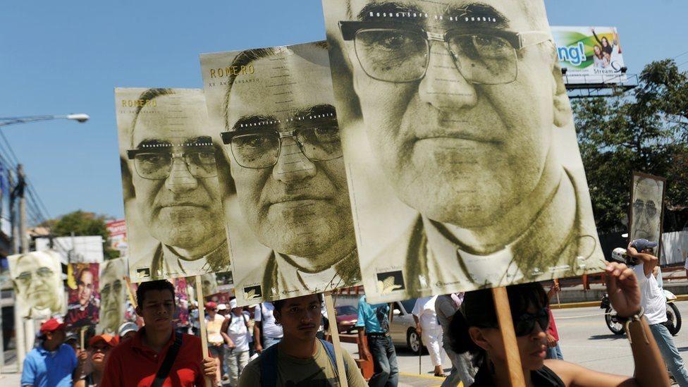 Pancartas de monseñor Óscar Arnulfo Romero.
