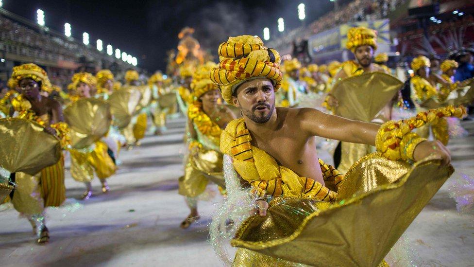 圖為來自帕賴索圖伊蒂森巴舞學校的表演者