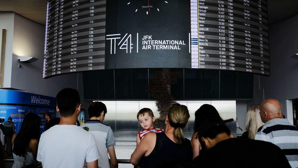 Pasajeros en el aeropuerto JFK de Nueva York.