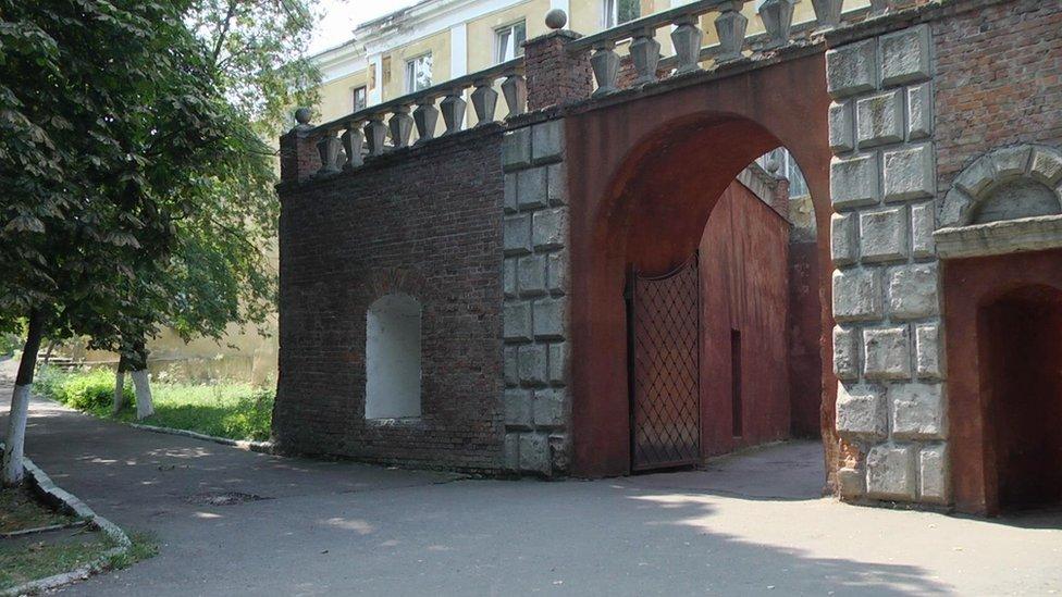 Олицький замок: фортеця, резиденція, божевільня