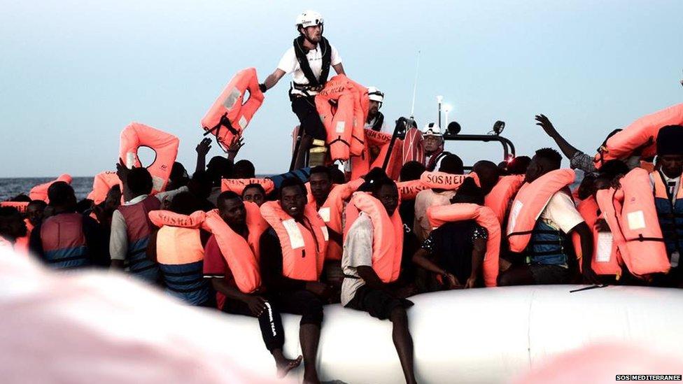 Italy migrants: Benetton criticised over ad campaign | BBC