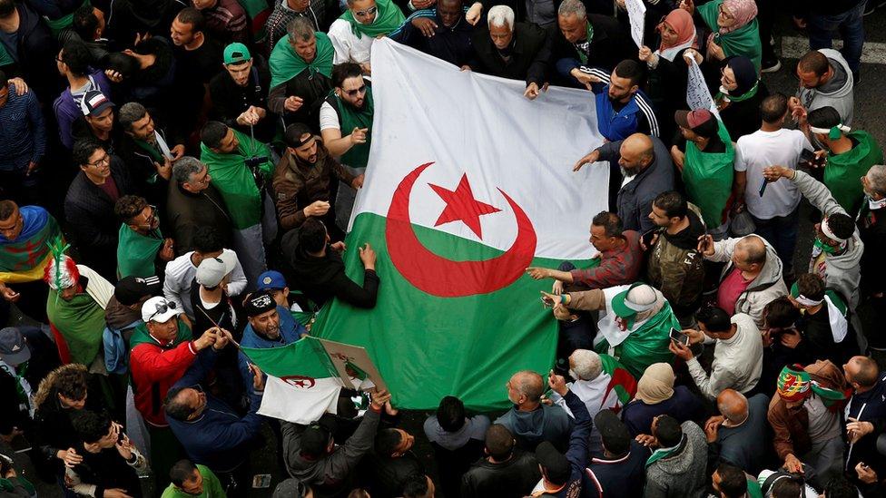 Algeria protests: Police 'detain top businessmen'