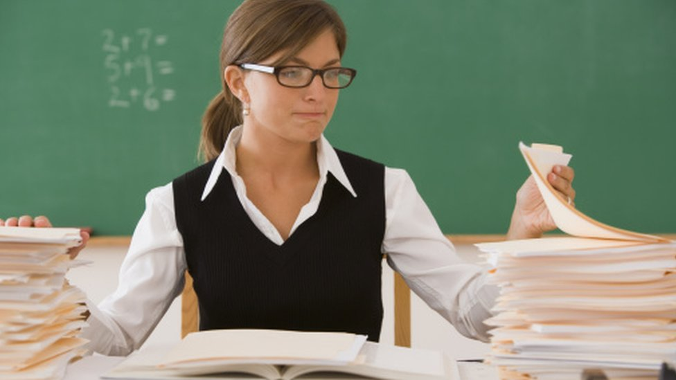 Thousands of teachers needed to mark new GCSEs and A-levels, says report