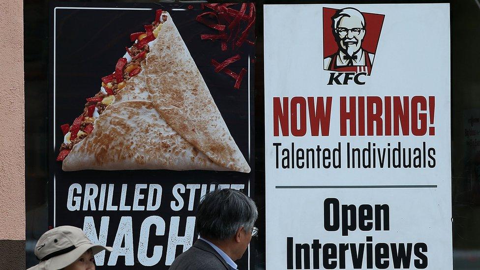 Algunos dudan que haya tanta escasez de mano de obra.