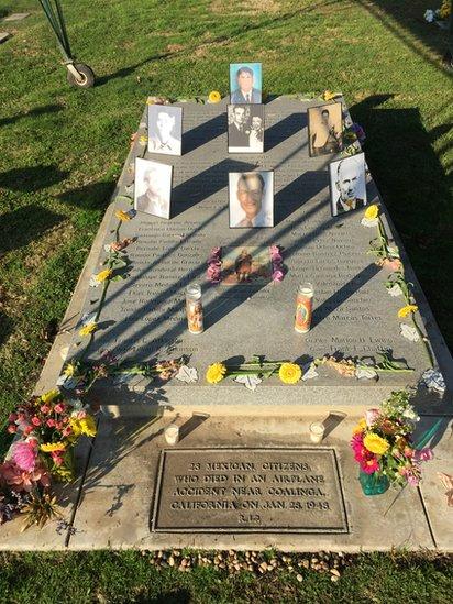 La lápida con el nombre de los hombres identificados (Foto: cortesía de Tim Hernandez)