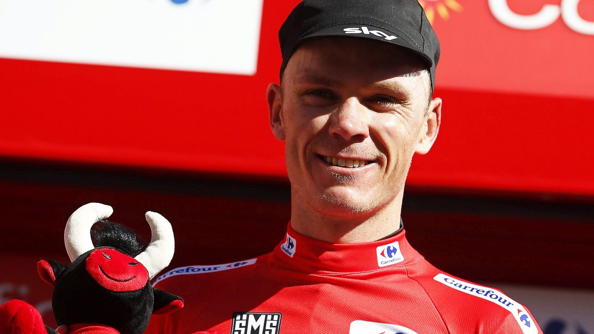 Vuelta a Espana: Chris Froome takes red jersey as Vincenzo Nibali wins third stage
