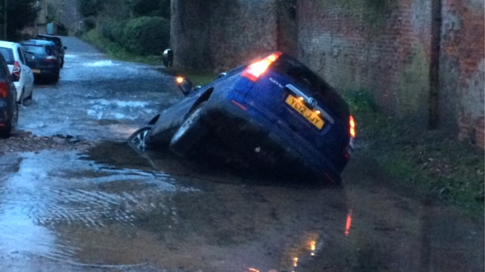 Bbc News Car Sucked Into Sinkhole In Nottinghamshire