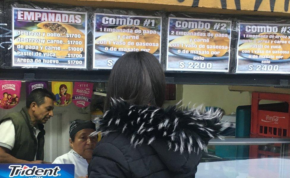 Puesto de empanadas en Bogotá
