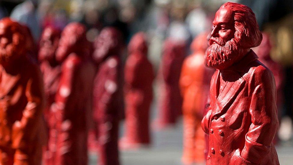 Carlos Marx vivió gran parte de su vida en la pobreza.