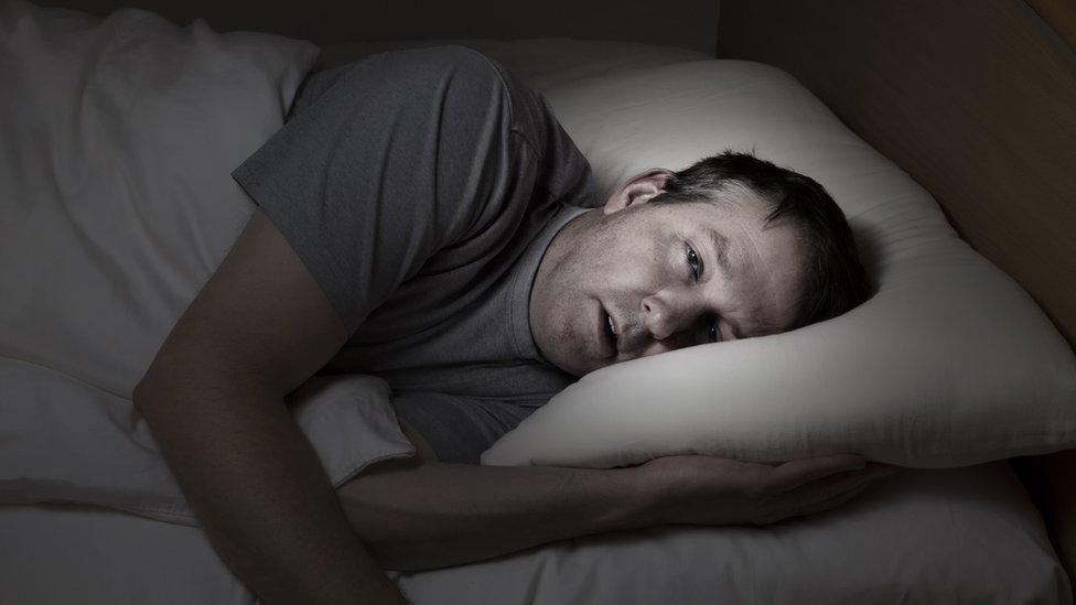 Si no puedes dormir, no te quedes más de 15 minutos en la cama.