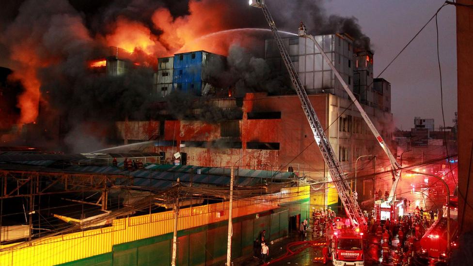El incendio en galería Nicolini comenzó el jueves al mediodía.