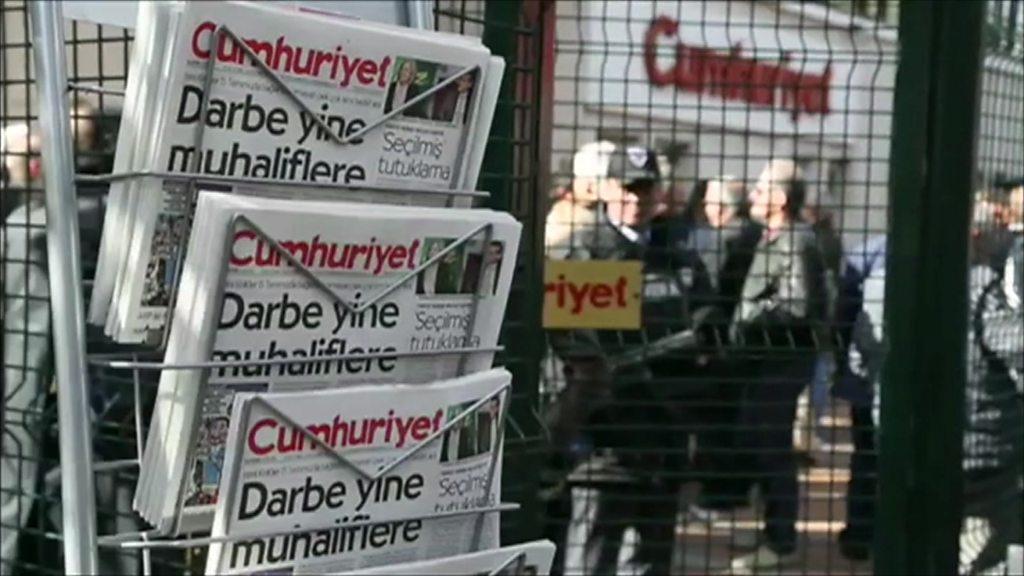 دادگاه ۱۷ نفر از کارکنان روزنامه جمهوریت در ترکیه آغاز شد